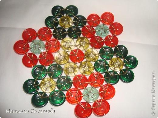плетение из пуговиц красивая пдставка под горячее фото 1