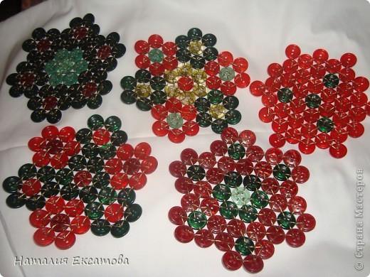 плетение из пуговиц красивая пдставка под горячее фото 4