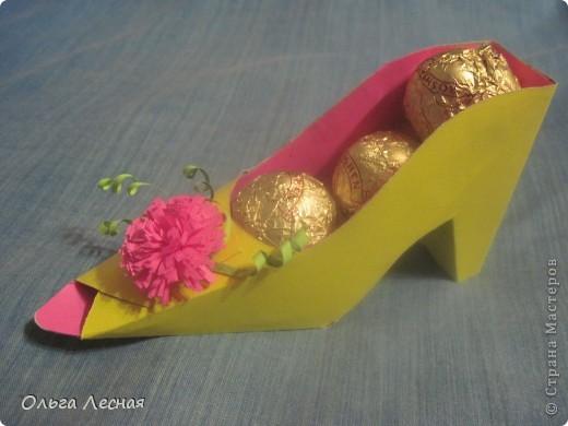 Вот такая туфелька. К сожалению из цветного картона остался только жёлтый, но я думаю будут смотреться различные сочетания.  фото 2