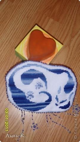 """Зайка на удачу и апельсиново-шоколадное мыло с потрясающе-вкусным ароматом( в составе белая мыльная основа, красный пищевой краситель, кофе натур., БМ абрикосовых косточек, миндальное, ЭМ апельсин, ароматизатор """"бисквит""""). Само мылко трехслойное, но я не учла, что кофе мигрирует, поэтому слои поплыли(( фото 3"""