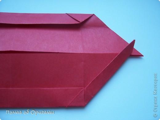 В качестве символа 2011 год делят между собой два животного китайского календаря. Видимо, это не простое совпадение, ведь у них и правда много общего. Оба с кротким нравом и пушистой шубкой.  Этого кролика придумал Стефан О`Хонор, а котика – Джо Накашима.  Подставка в форме четырех сердец – модель Френсиса Оу. Вся композиция сложена из квадратов одинакового размера(2 красных и 2 белых), в данном случае 20х20см. Как сложить из полос бумаги цифры – можете вспомнить в этом МК: http://stranamasterov.ru/node/127038 фото 10