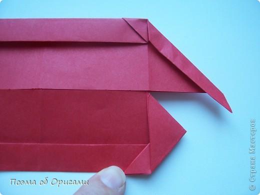 В качестве символа 2011 год делят между собой два животного китайского календаря. Видимо, это не простое совпадение, ведь у них и правда много общего. Оба с кротким нравом и пушистой шубкой.  Этого кролика придумал Стефан О`Хонор, а котика – Джо Накашима.  Подставка в форме четырех сердец – модель Френсиса Оу. Вся композиция сложена из квадратов одинакового размера(2 красных и 2 белых), в данном случае 20х20см. Как сложить из полос бумаги цифры – можете вспомнить в этом МК: http://stranamasterov.ru/node/127038 фото 12