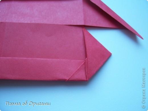 В качестве символа 2011 год делят между собой два животного китайского календаря. Видимо, это не простое совпадение, ведь у них и правда много общего. Оба с кротким нравом и пушистой шубкой.  Этого кролика придумал Стефан О`Хонор, а котика – Джо Накашима.  Подставка в форме четырех сердец – модель Френсиса Оу. Вся композиция сложена из квадратов одинакового размера(2 красных и 2 белых), в данном случае 20х20см. Как сложить из полос бумаги цифры – можете вспомнить в этом МК: http://stranamasterov.ru/node/127038 фото 14