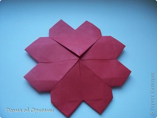 В качестве символа 2011 год делят между собой два животного китайского календаря. Видимо, это не простое совпадение, ведь у них и правда много общего. Оба с кротким нравом и пушистой шубкой.  Этого кролика придумал Стефан О`Хонор, а котика – Джо Накашима.  Подставка в форме четырех сердец – модель Френсиса Оу. Вся композиция сложена из квадратов одинакового размера(2 красных и 2 белых), в данном случае 20х20см. Как сложить из полос бумаги цифры – можете вспомнить в этом МК: http://stranamasterov.ru/node/127038 фото 18