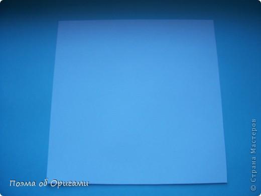 В качестве символа 2011 год делят между собой два животного китайского календаря. Видимо, это не простое совпадение, ведь у них и правда много общего. Оба с кротким нравом и пушистой шубкой.  Этого кролика придумал Стефан О`Хонор, а котика – Джо Накашима.  Подставка в форме четырех сердец – модель Френсиса Оу. Вся композиция сложена из квадратов одинакового размера(2 красных и 2 белых), в данном случае 20х20см. Как сложить из полос бумаги цифры – можете вспомнить в этом МК: https://stranamasterov.ru/node/127038 фото 19