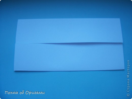 В качестве символа 2011 год делят между собой два животного китайского календаря. Видимо, это не простое совпадение, ведь у них и правда много общего. Оба с кротким нравом и пушистой шубкой.  Этого кролика придумал Стефан О`Хонор, а котика – Джо Накашима.  Подставка в форме четырех сердец – модель Френсиса Оу. Вся композиция сложена из квадратов одинакового размера(2 красных и 2 белых), в данном случае 20х20см. Как сложить из полос бумаги цифры – можете вспомнить в этом МК: https://stranamasterov.ru/node/127038 фото 20