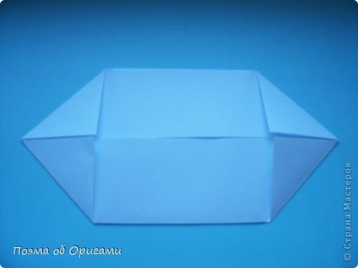 В качестве символа 2011 год делят между собой два животного китайского календаря. Видимо, это не простое совпадение, ведь у них и правда много общего. Оба с кротким нравом и пушистой шубкой.  Этого кролика придумал Стефан О`Хонор, а котика – Джо Накашима.  Подставка в форме четырех сердец – модель Френсиса Оу. Вся композиция сложена из квадратов одинакового размера(2 красных и 2 белых), в данном случае 20х20см. Как сложить из полос бумаги цифры – можете вспомнить в этом МК: https://stranamasterov.ru/node/127038 фото 22