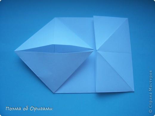 В качестве символа 2011 год делят между собой два животного китайского календаря. Видимо, это не простое совпадение, ведь у них и правда много общего. Оба с кротким нравом и пушистой шубкой.  Этого кролика придумал Стефан О`Хонор, а котика – Джо Накашима.  Подставка в форме четырех сердец – модель Френсиса Оу. Вся композиция сложена из квадратов одинакового размера(2 красных и 2 белых), в данном случае 20х20см. Как сложить из полос бумаги цифры – можете вспомнить в этом МК: https://stranamasterov.ru/node/127038 фото 26