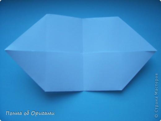 В качестве символа 2011 год делят между собой два животного китайского календаря. Видимо, это не простое совпадение, ведь у них и правда много общего. Оба с кротким нравом и пушистой шубкой.  Этого кролика придумал Стефан О`Хонор, а котика – Джо Накашима.  Подставка в форме четырех сердец – модель Френсиса Оу. Вся композиция сложена из квадратов одинакового размера(2 красных и 2 белых), в данном случае 20х20см. Как сложить из полос бумаги цифры – можете вспомнить в этом МК: https://stranamasterov.ru/node/127038 фото 32