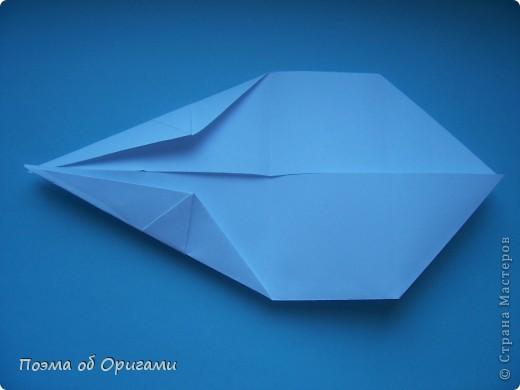 В качестве символа 2011 год делят между собой два животного китайского календаря. Видимо, это не простое совпадение, ведь у них и правда много общего. Оба с кротким нравом и пушистой шубкой.  Этого кролика придумал Стефан О`Хонор, а котика – Джо Накашима.  Подставка в форме четырех сердец – модель Френсиса Оу. Вся композиция сложена из квадратов одинакового размера(2 красных и 2 белых), в данном случае 20х20см. Как сложить из полос бумаги цифры – можете вспомнить в этом МК: http://stranamasterov.ru/node/127038 фото 34
