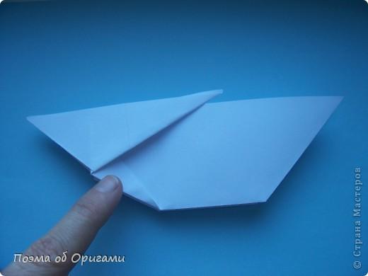 В качестве символа 2011 год делят между собой два животного китайского календаря. Видимо, это не простое совпадение, ведь у них и правда много общего. Оба с кротким нравом и пушистой шубкой.  Этого кролика придумал Стефан О`Хонор, а котика – Джо Накашима.  Подставка в форме четырех сердец – модель Френсиса Оу. Вся композиция сложена из квадратов одинакового размера(2 красных и 2 белых), в данном случае 20х20см. Как сложить из полос бумаги цифры – можете вспомнить в этом МК: https://stranamasterov.ru/node/127038 фото 36