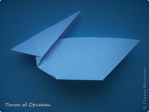 В качестве символа 2011 год делят между собой два животного китайского календаря. Видимо, это не простое совпадение, ведь у них и правда много общего. Оба с кротким нравом и пушистой шубкой.  Этого кролика придумал Стефан О`Хонор, а котика – Джо Накашима.  Подставка в форме четырех сердец – модель Френсиса Оу. Вся композиция сложена из квадратов одинакового размера(2 красных и 2 белых), в данном случае 20х20см. Как сложить из полос бумаги цифры – можете вспомнить в этом МК: http://stranamasterov.ru/node/127038 фото 37