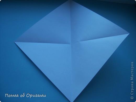 В качестве символа 2011 год делят между собой два животного китайского календаря. Видимо, это не простое совпадение, ведь у них и правда много общего. Оба с кротким нравом и пушистой шубкой.  Этого кролика придумал Стефан О`Хонор, а котика – Джо Накашима.  Подставка в форме четырех сердец – модель Френсиса Оу. Вся композиция сложена из квадратов одинакового размера(2 красных и 2 белых), в данном случае 20х20см. Как сложить из полос бумаги цифры – можете вспомнить в этом МК: https://stranamasterov.ru/node/127038 фото 45