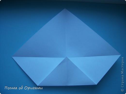 В качестве символа 2011 год делят между собой два животного китайского календаря. Видимо, это не простое совпадение, ведь у них и правда много общего. Оба с кротким нравом и пушистой шубкой.  Этого кролика придумал Стефан О`Хонор, а котика – Джо Накашима.  Подставка в форме четырех сердец – модель Френсиса Оу. Вся композиция сложена из квадратов одинакового размера(2 красных и 2 белых), в данном случае 20х20см. Как сложить из полос бумаги цифры – можете вспомнить в этом МК: https://stranamasterov.ru/node/127038 фото 46