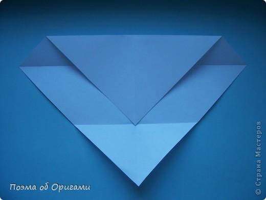 В качестве символа 2011 год делят между собой два животного китайского календаря. Видимо, это не простое совпадение, ведь у них и правда много общего. Оба с кротким нравом и пушистой шубкой.  Этого кролика придумал Стефан О`Хонор, а котика – Джо Накашима.  Подставка в форме четырех сердец – модель Френсиса Оу. Вся композиция сложена из квадратов одинакового размера(2 красных и 2 белых), в данном случае 20х20см. Как сложить из полос бумаги цифры – можете вспомнить в этом МК: https://stranamasterov.ru/node/127038 фото 47