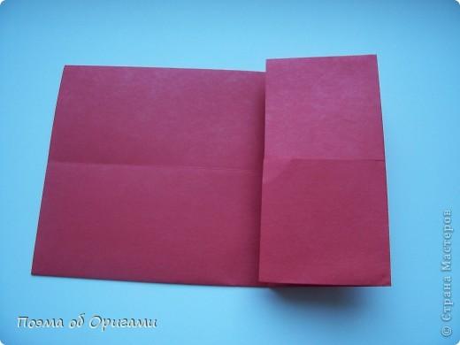 В качестве символа 2011 год делят между собой два животного китайского календаря. Видимо, это не простое совпадение, ведь у них и правда много общего. Оба с кротким нравом и пушистой шубкой.  Этого кролика придумал Стефан О`Хонор, а котика – Джо Накашима.  Подставка в форме четырех сердец – модель Френсиса Оу. Вся композиция сложена из квадратов одинакового размера(2 красных и 2 белых), в данном случае 20х20см. Как сложить из полос бумаги цифры – можете вспомнить в этом МК: https://stranamasterov.ru/node/127038 фото 4