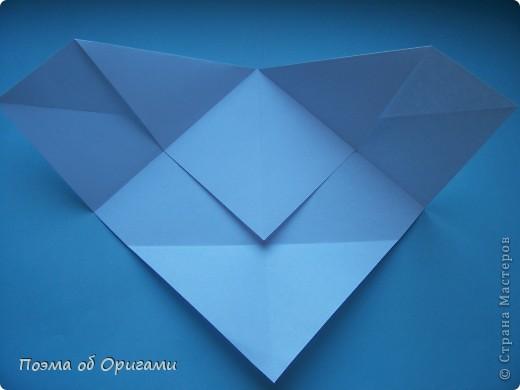 В качестве символа 2011 год делят между собой два животного китайского календаря. Видимо, это не простое совпадение, ведь у них и правда много общего. Оба с кротким нравом и пушистой шубкой.  Этого кролика придумал Стефан О`Хонор, а котика – Джо Накашима.  Подставка в форме четырех сердец – модель Френсиса Оу. Вся композиция сложена из квадратов одинакового размера(2 красных и 2 белых), в данном случае 20х20см. Как сложить из полос бумаги цифры – можете вспомнить в этом МК: http://stranamasterov.ru/node/127038 фото 50