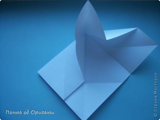 В качестве символа 2011 год делят между собой два животного китайского календаря. Видимо, это не простое совпадение, ведь у них и правда много общего. Оба с кротким нравом и пушистой шубкой.  Этого кролика придумал Стефан О`Хонор, а котика – Джо Накашима.  Подставка в форме четырех сердец – модель Френсиса Оу. Вся композиция сложена из квадратов одинакового размера(2 красных и 2 белых), в данном случае 20х20см. Как сложить из полос бумаги цифры – можете вспомнить в этом МК: http://stranamasterov.ru/node/127038 фото 51