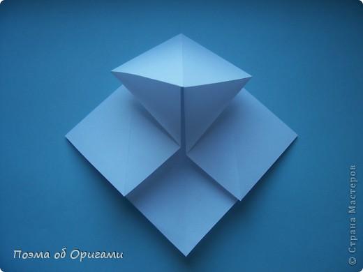 В качестве символа 2011 год делят между собой два животного китайского календаря. Видимо, это не простое совпадение, ведь у них и правда много общего. Оба с кротким нравом и пушистой шубкой.  Этого кролика придумал Стефан О`Хонор, а котика – Джо Накашима.  Подставка в форме четырех сердец – модель Френсиса Оу. Вся композиция сложена из квадратов одинакового размера(2 красных и 2 белых), в данном случае 20х20см. Как сложить из полос бумаги цифры – можете вспомнить в этом МК: https://stranamasterov.ru/node/127038 фото 52