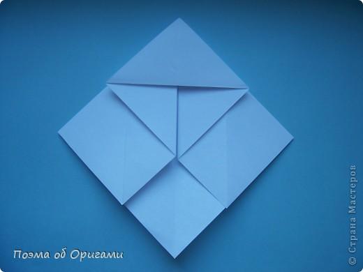В качестве символа 2011 год делят между собой два животного китайского календаря. Видимо, это не простое совпадение, ведь у них и правда много общего. Оба с кротким нравом и пушистой шубкой.  Этого кролика придумал Стефан О`Хонор, а котика – Джо Накашима.  Подставка в форме четырех сердец – модель Френсиса Оу. Вся композиция сложена из квадратов одинакового размера(2 красных и 2 белых), в данном случае 20х20см. Как сложить из полос бумаги цифры – можете вспомнить в этом МК: https://stranamasterov.ru/node/127038 фото 53