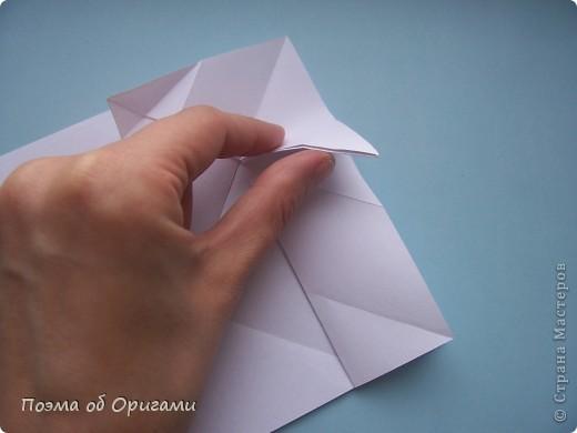 В качестве символа 2011 год делят между собой два животного китайского календаря. Видимо, это не простое совпадение, ведь у них и правда много общего. Оба с кротким нравом и пушистой шубкой.  Этого кролика придумал Стефан О`Хонор, а котика – Джо Накашима.  Подставка в форме четырех сердец – модель Френсиса Оу. Вся композиция сложена из квадратов одинакового размера(2 красных и 2 белых), в данном случае 20х20см. Как сложить из полос бумаги цифры – можете вспомнить в этом МК: http://stranamasterov.ru/node/127038 фото 59