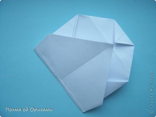 В качестве символа 2011 год делят между собой два животного китайского календаря. Видимо, это не простое совпадение, ведь у них и правда много общего. Оба с кротким нравом и пушистой шубкой.  Этого кролика придумал Стефан О`Хонор, а котика – Джо Накашима.  Подставка в форме четырех сердец – модель Френсиса Оу. Вся композиция сложена из квадратов одинакового размера(2 красных и 2 белых), в данном случае 20х20см. Как сложить из полос бумаги цифры – можете вспомнить в этом МК: https://stranamasterov.ru/node/127038 фото 67
