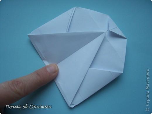 В качестве символа 2011 год делят между собой два животного китайского календаря. Видимо, это не простое совпадение, ведь у них и правда много общего. Оба с кротким нравом и пушистой шубкой.  Этого кролика придумал Стефан О`Хонор, а котика – Джо Накашима.  Подставка в форме четырех сердец – модель Френсиса Оу. Вся композиция сложена из квадратов одинакового размера(2 красных и 2 белых), в данном случае 20х20см. Как сложить из полос бумаги цифры – можете вспомнить в этом МК: http://stranamasterov.ru/node/127038 фото 69