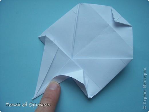 В качестве символа 2011 год делят между собой два животного китайского календаря. Видимо, это не простое совпадение, ведь у них и правда много общего. Оба с кротким нравом и пушистой шубкой.  Этого кролика придумал Стефан О`Хонор, а котика – Джо Накашима.  Подставка в форме четырех сердец – модель Френсиса Оу. Вся композиция сложена из квадратов одинакового размера(2 красных и 2 белых), в данном случае 20х20см. Как сложить из полос бумаги цифры – можете вспомнить в этом МК: http://stranamasterov.ru/node/127038 фото 71
