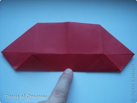 В качестве символа 2011 год делят между собой два животного китайского календаря. Видимо, это не простое совпадение, ведь у них и правда много общего. Оба с кротким нравом и пушистой шубкой.  Этого кролика придумал Стефан О`Хонор, а котика – Джо Накашима.  Подставка в форме четырех сердец – модель Френсиса Оу. Вся композиция сложена из квадратов одинакового размера(2 красных и 2 белых), в данном случае 20х20см. Как сложить из полос бумаги цифры – можете вспомнить в этом МК: http://stranamasterov.ru/node/127038 фото 8