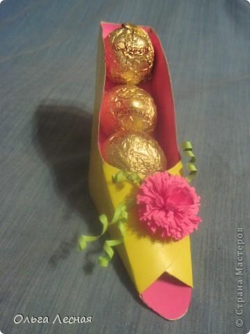 Вот такая туфелька. К сожалению из цветного картона остался только жёлтый, но я думаю будут смотреться различные сочетания.  фото 3