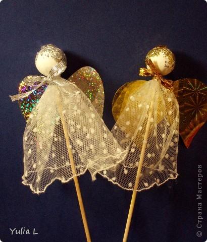 Всех заглянувших в гости поздравляем с Рождеством!  Целую компанию ангелов сплели с дочуней из бусин для всех близких. Схему плетения нашли в блоге Еня http://stranamasterov.ru/node/118090, за что ей огромное спасибо!  фото 4