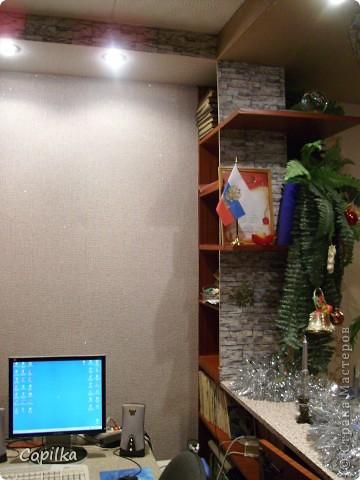 К Новому году мы практически успели сделать ремонт.Всё сделано руками моего мужа!Весь дизайн,исполнение-всё делал сам,я на подхвате!Сам делал подвесные потолки,электрику,мебель вся-самодельная!Я ещё нарадоваться не могу!Муж-СУПЕР!!!! фото 8
