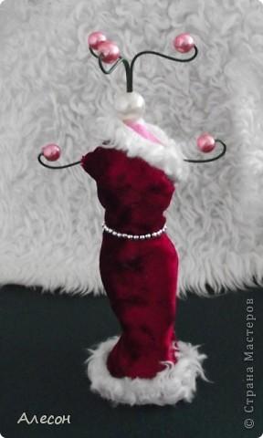 Вешалка  для  платьев  куклы. фото 1