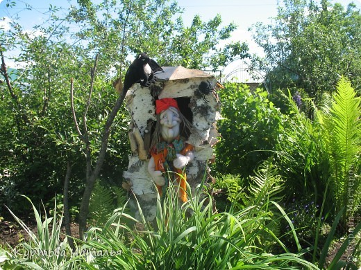 Вот такая Баба Яга живет у нас в саду летом  фото 1