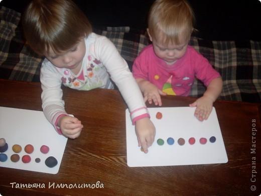 Шишки раскрасила уже давно,собиралась прикрепить их на белые прутики и собрать в рождественский венок,но времени не хватило. фото 11