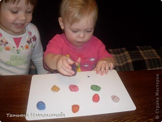 Шишки раскрасила уже давно,собиралась прикрепить их на белые прутики и собрать в рождественский венок,но времени не хватило. фото 12