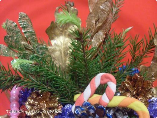 Шишки раскрасила уже давно,собиралась прикрепить их на белые прутики и собрать в рождественский венок,но времени не хватило. фото 3