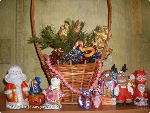 Шишки раскрасила уже давно,собиралась прикрепить их на белые прутики и собрать в рождественский венок,но времени не хватило. фото 7