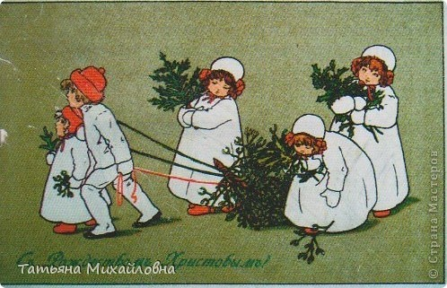 Рождество прекрасный праздник, любимым всеми! Это сейчас мы наряжаем елку к  Новому году, а раньше ее наряжали к Рождеству. Новый год отмечали позднее. Елку наряжали  без детей. На открытке изображен момент, когда открылись двери в гостиную и дети увидели елку во  всем красе. Как наряжали елку, что дарили детям, прекрасно видно на открытке. фото 11