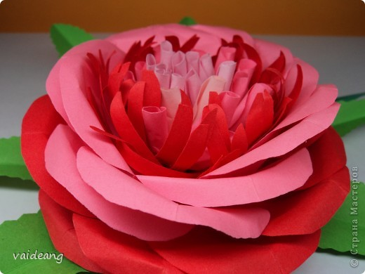 Все хотела сделать цветок с узкими лепестками в середине -вот что вышло(названия пока не придумала) фото 2