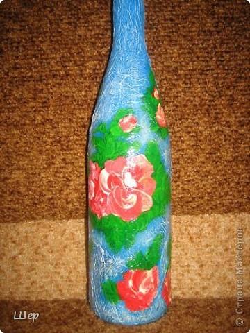 Бутылка  декоративная... делала в технике Декупаж, потом мне что-то не понравилось и я сверху расписала цветы акриловыми красками)))