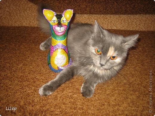 Кошка из папье-маше. Акриловые краски. фото 3