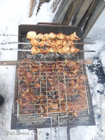 """Ингридиенты как в """"Оливье"""", только колбасу заменила на копчёную курицу и добавила жареный лук. Очень вкусно получилось. Муж в восторге. фото 6"""