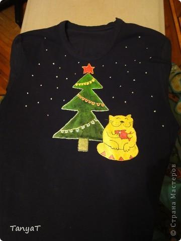 Вот так мы с дочкой раскрасили футболку дедушке на НГ, за 2 вечера :-)) кот взят с этого сайта :-))