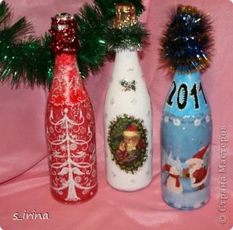 Уже наступил Новый год, но собиралась к родне в гости и решила попробовать как же будет с тканью выглядеть бутылка.  фото 5