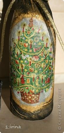 Уже наступил Новый год, но собиралась к родне в гости и решила попробовать как же будет с тканью выглядеть бутылка.  фото 4