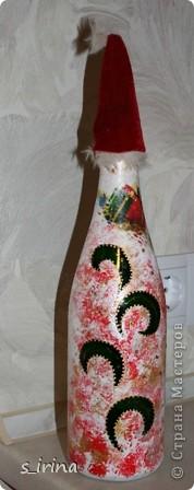 Уже наступил Новый год, но собиралась к родне в гости и решила попробовать как же будет с тканью выглядеть бутылка.  фото 8