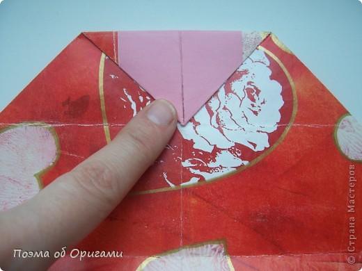 Этому мишке, трепетно прижимающего к себе большое красное сердце без труда удасться передать нежность влюбленного сердца. Для коробочки потребуется два квадрата одинакового размера (в данном случае 20х20см): для медведя - один квадрат, такого же размера, как и для коробки. Дополнительно потребуется квадрат 1/4 от такой величины. фото 12