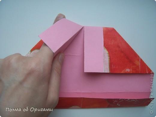 Этому мишке, трепетно прижимающего к себе большое красное сердце без труда удасться передать нежность влюбленного сердца. Для коробочки потребуется два квадрата одинакового размера (в данном случае 20х20см): для медведя - один квадрат, такого же размера, как и для коробки. Дополнительно потребуется квадрат 1/4 от такой величины. фото 14