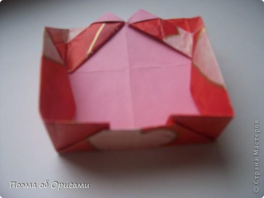 Этому мишке, трепетно прижимающего к себе большое красное сердце без труда удасться передать нежность влюбленного сердца. Для коробочки потребуется два квадрата одинакового размера (в данном случае 20х20см): для медведя - один квадрат, такого же размера, как и для коробки. Дополнительно потребуется квадрат 1/4 от такой величины. фото 25